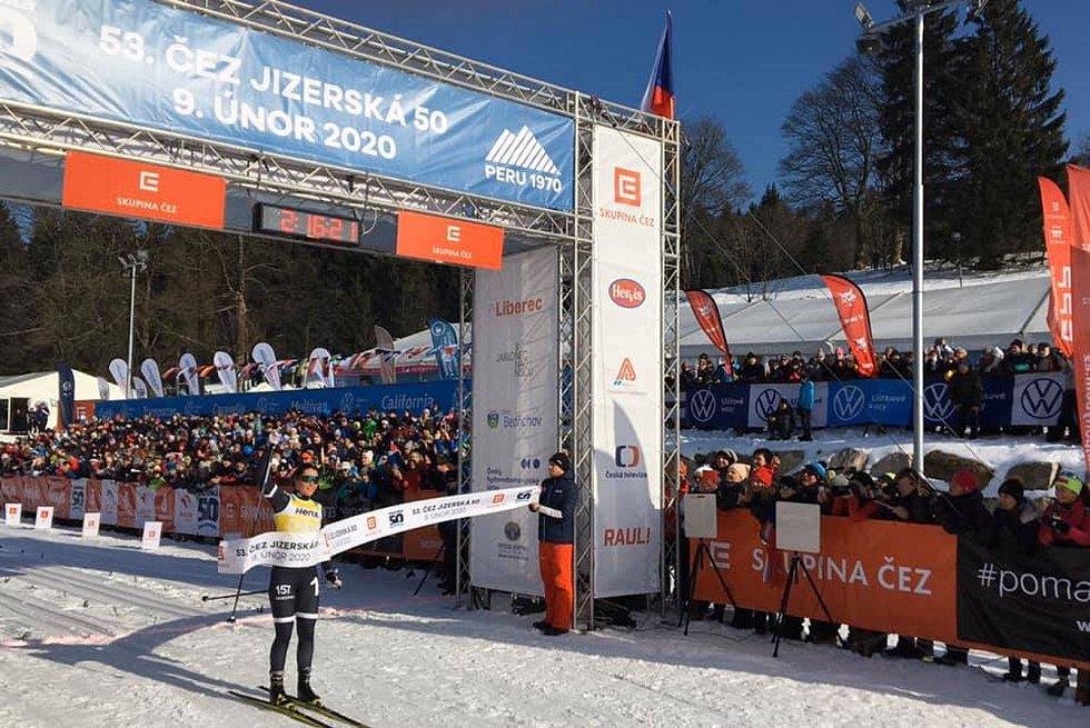 Britta Johansson Norgren projela cílem 53. ČEZ Jizerská 50 jako první žena.