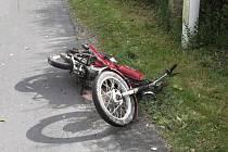 Silně opilý řidič Simpsonu na Malé Skále nezvládl průjezd levotočivé zatáčky a narazil do kamenného patníku.