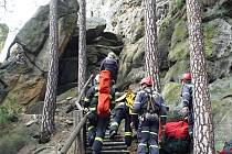 Hasiči připravovali přístup pro záchranáře