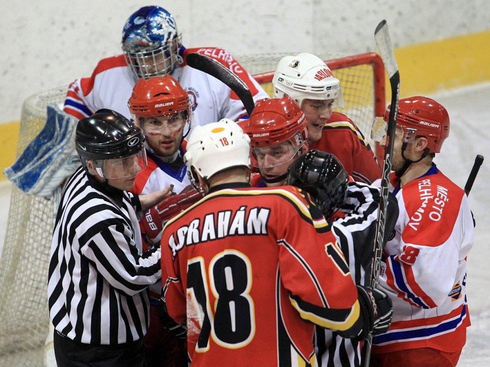 Hokejisté Pelhřimova se domácí výhrou ujali vedení 2:1 v sérii osmifinále play-off.