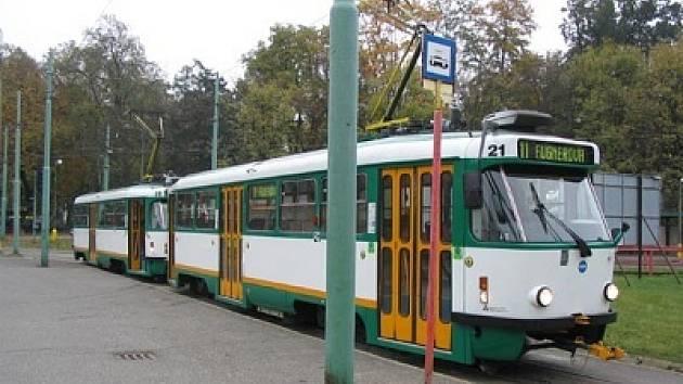 Tramvaj, jako meziměstskou dopravu, využívá stále více cestujících.