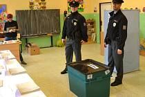 Na volby dohlíželi i policisté