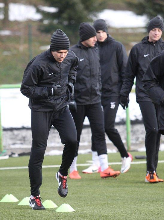 Fotbalisté Jablonce zahájili ve středu zimní přípravu. Na snímku Lukáš Třešňák (vlevo) při tréninku.
