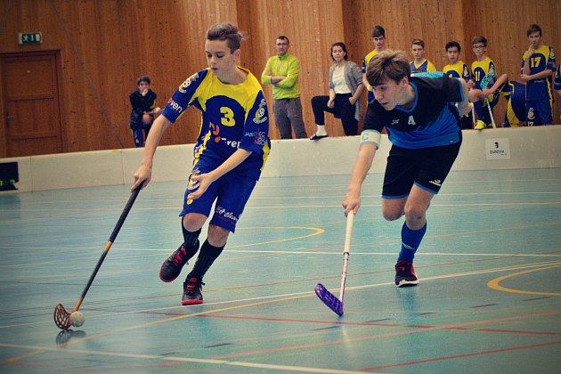 Jablonečtí starší žáci z týmu Florbal Jablonec  bojovali na turnaji ve Smržovce.