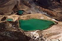 Azurová Emerald Lakes na Novém Zélandu.