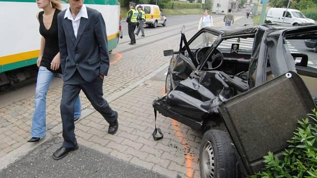 Dopravní nehoda osobního auta a tramvaje v Jablonci nad Nisou.