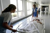 Na rehabilitačním oddělení jablonecké nemocnice vyzkoušeli, jak by zvládli, kdyby v nemocnici začalo hořet.