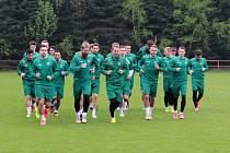 Fotbalisté Jablonce na prvním společném tréninku.