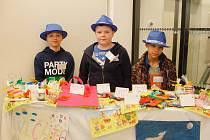 Děti vytvořily výrobky v rámci projektu, který je učí šetřit a pracovat s materiálem a správně ho zužitkovat.