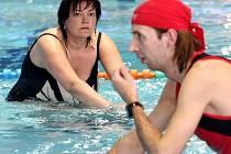 V plaveckém jabloneckém bazénu mohou příznivci sportu pro vylepšení kondice vyzkoušet jízdu na kole pod vodní hladinou.