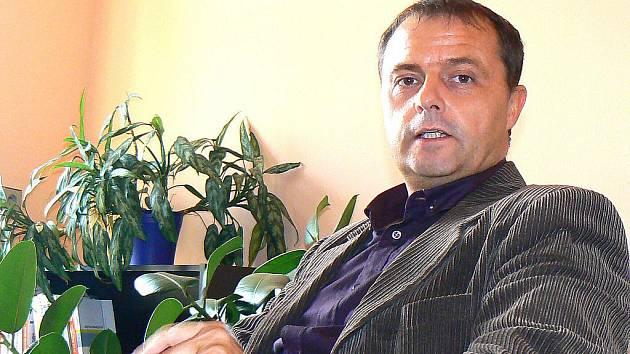 Jan Žíla uvádí Česko–slovenskou diskotéku již deset let v Kinoklubu Smržovka.