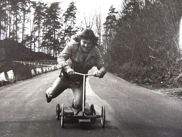Závody na vlastnoručně vyrobených vehiklech – underground 80. léta.