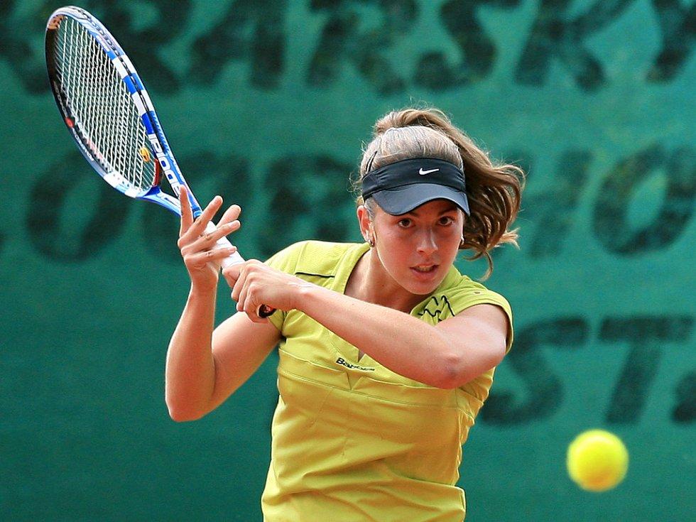 Mezinárodní tenisový turnaj žen Jablonec Cup 2012 vstoupil do hlavní soutěže. Na snímku Tereza Jankovská z České republiky.
