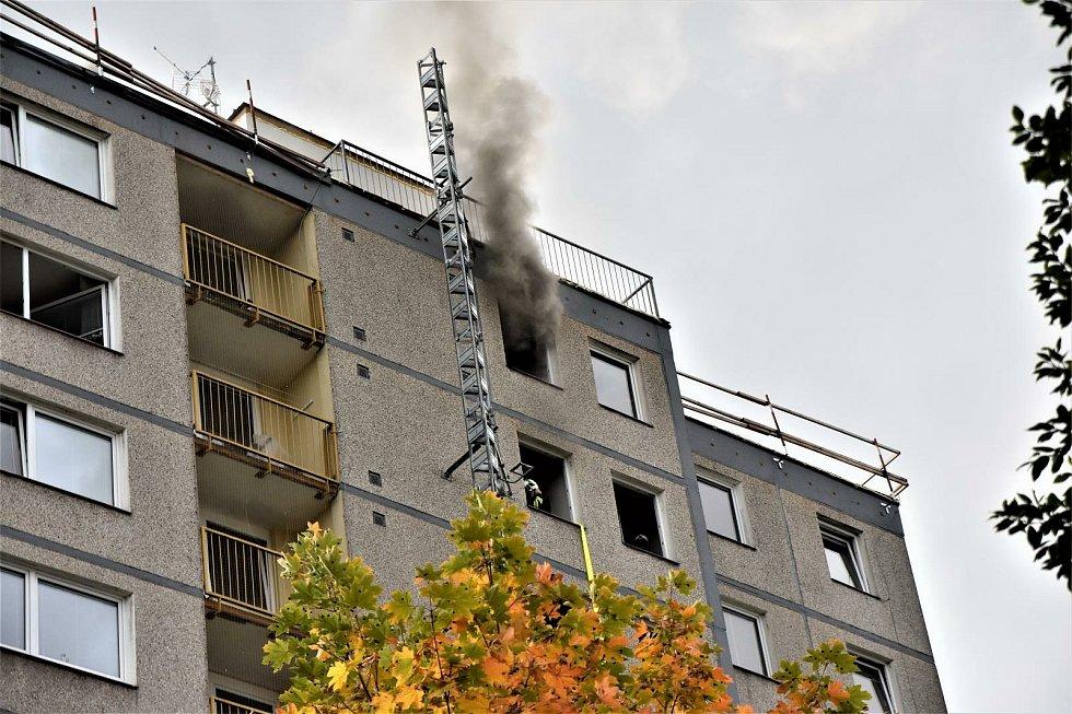 Požár elektroinstalace v panelovém domě v Jablonci.