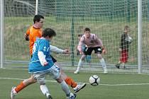 Utkání krajského přeboru mezi týmy Desné a Sedmihorek. Zápas se hrál na UMT v Desné a nenabídl příliš pohledný fotbal.