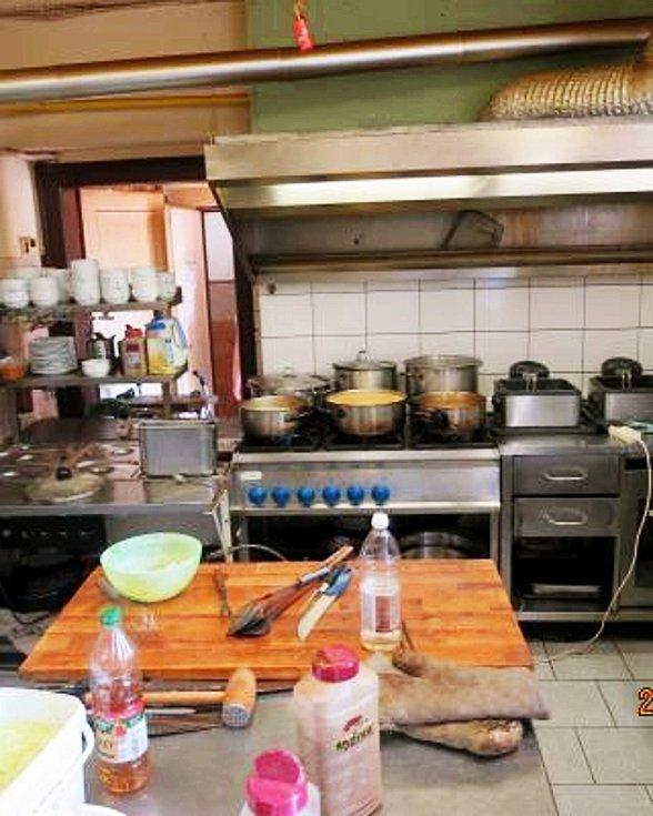 Státní zemědělská a potravinářská inspekce podle svého webu Potraviny na pranýři uzavřela v pondělí 26. července jabloneckou restauraci Tři Kapři.