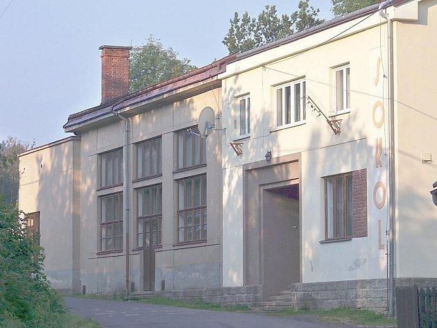 Sokolovna Líšný.