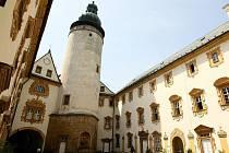Lemberk. Z původně gotického hradu zbylo málo. Dnes tu naleznete renesanční, barokní i klasicistní prvky. Návštěvu zámku spojte s cestou do Jablonného v Podještědí a do tamní baziliky.