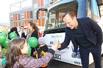 Autobus Mikeš křtil i Karel Roden
