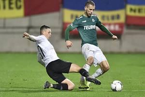 Utkání 16. kola první fotbalové ligy FK Jablonec - Sparta Praha. Zleva Ladislav Krejčí ze Sparty a Miloš Kratochvíl z Jablonce.