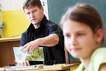 Martin Šípek je jedním ze třech učitelů, který vyučuje žáky na ZŠ Smržovka