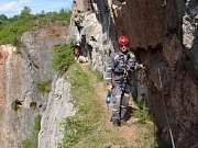 Hasičští lezci cvičili ve známém lomu Velká Amerika a v jeskyni v okolí Srbska.