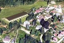 Pokud by se majitel pozemku rozhodl po schválené změně územního plánu postavit u jablonecké přehrady takové řadové monstrum, jaké je znázorněno na vizualizaci zapsaného spolku Jablonec – Tichá, nikdo by tomu de facto nemohl zabránit.