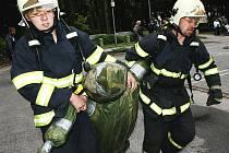 Memoriál záchranářů z Manhattanu. Výstup do 21. podlaží výškové budovy Krajského úřadu Libereckého kraje.