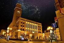 Fotograf Josef Hurta zachytil centrum Jablonce, když se nad ním rozzářily desítky hvězd.