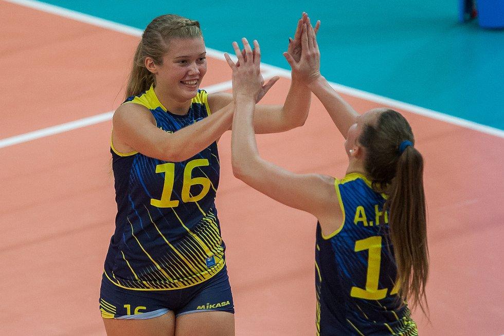 Kvalifikační utkání o postup na volejbalové mistrovství Evropy 2019 žen mezi reprezentačním výběrem České republiky a Švédska se odehrálo 15. srpna v Jablonci nad Nisou. Na snímku vlevo je Vilma Andersson.
