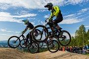Finále závodu světové série horských kol ve fourcrossu, JBC 4X Revelations, proběhlo 15. července v bikeparku v Jablonci nad Nisou. Na snímku vepředu je Charles Currie.
