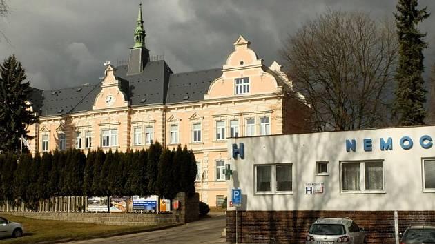 Na nemocnicí ve Frýdlantu se stahují mračna