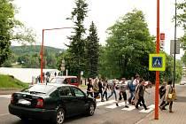 Nyní již bezpečný přechod v ulici U Přehrady