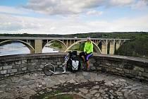 Snímek je z vyhlídky na Podolský most nad Vltavou.
