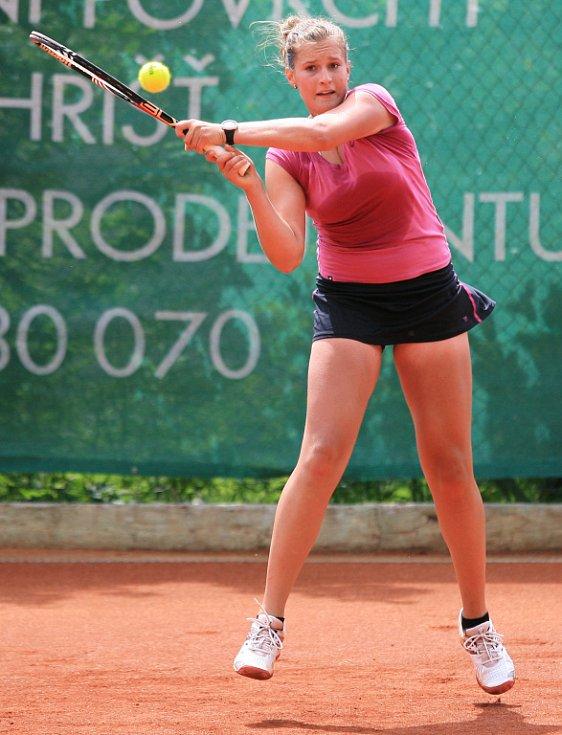 Mezinárodní tenisový turnaj žen Jablonec Cup 2012 vstoupil do hlavní soutěže. Na snímku Eva Rutarová z České republiky.