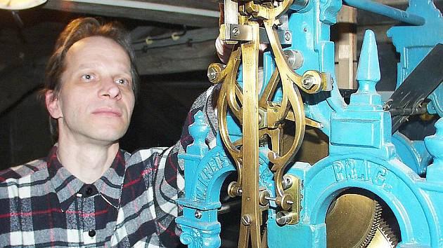 Hodinář Miloš Zikmund .