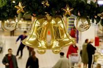 Vánoční výzdoba v obchodech. Ilustrační snímek.