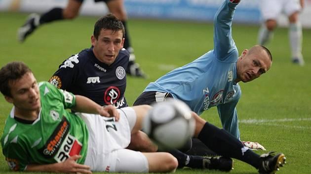 V Jablonci se hrál zápas 2. kola Gambrinus ligy mezi FK Baumit Jablonec a 1. FC Slovácko. Lafata, vprostřed Šimáček, gólman Filipko.