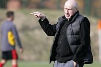 Desná porazila na domácím hřišti Jabloneček (v červeném) 3:0. Bývalý trenér Desné Bryscejn je nyní ve službách Jablonce nad Jizerou.