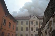 Požár bývalé porcelánky v Desné