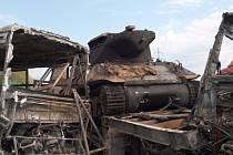 Ohořelý stíhač tanků M36 Jackson.