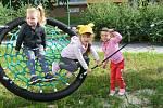 Malá sláva se na konci prázdnin odehrála v jablonecké mateřské škola Mšeňáček, kde byla slavnostně otevřena nově vybudovaná dětská zahrada.