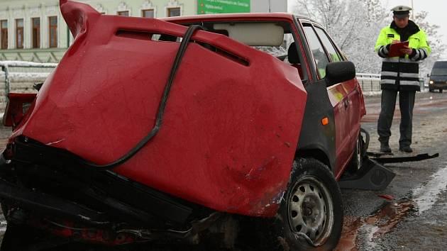 Nehoda kamionu, autobusu a osobního auta v České Lípě