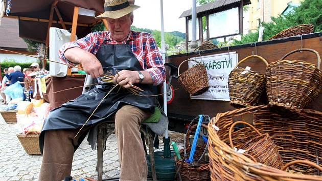 Na jarmarku návštěvníci najdou stánky s tradičním zbožím, pouťovými dárky, ale také s občerstvením.