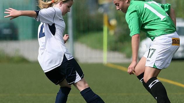Fotbalistky Baumitu Jablonec porazily v domácí premiéře tým Poděbrad (v bílém) vysoko 7:0.