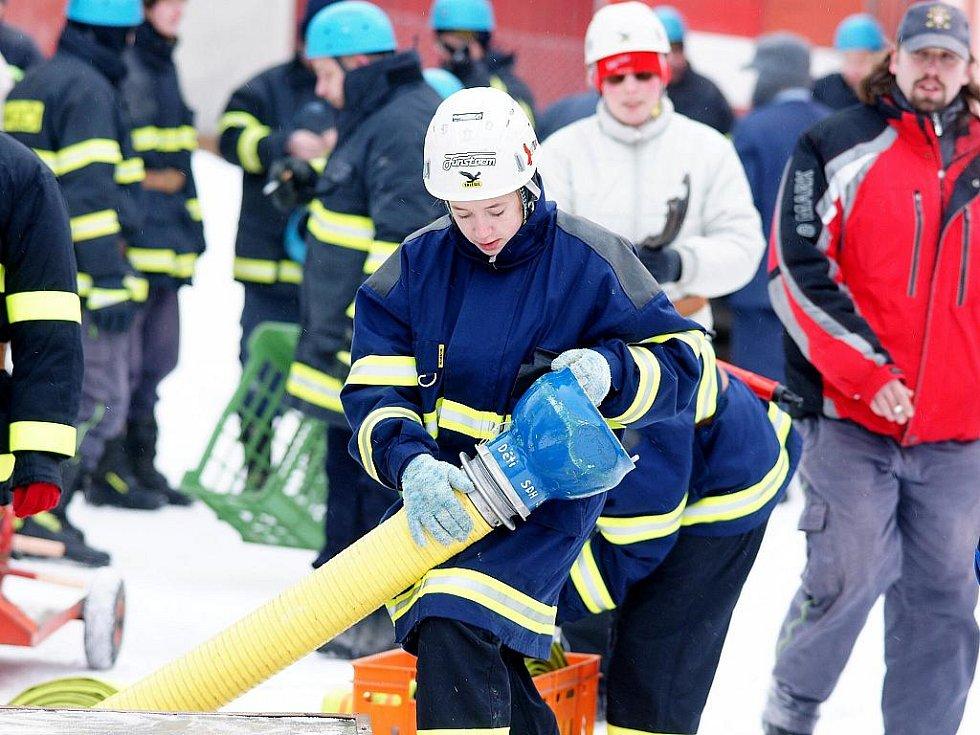 Na fotbalovém hřišti ve Vratislavicích se tak i letos sešlo za velkého mrazu a pěkné sněhové nadílky jedenáct družstev dobrovolných hasičů, kteří se zde rozhodli definitivně zakončit svoji soutěžní sezonu.