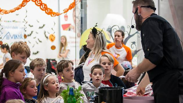 Kuchařská show v podání šéfkuchařů z Catering Šafrán v čele s Lukášem Krepčíkem proběhla 31. října v OC Central Jablonec.