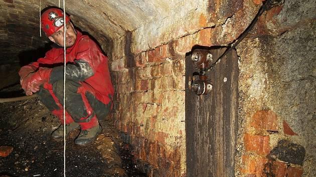 Vchod B do podzemního díla tunel koncentračního tábora v Rychnově