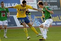 JABLONEC MŮŽE SLAVIT. Fotbalisté FK Baumit Jablonec si vybojovali postup do semifinále fotbalového poháru Ondrášovka Cup. Ve čtvrtfinálovém souboji vyřadili Teplice, když na hřišti soupeře vyhráli minulý týden 3:1 a v odvetném utkání si náskok pohlídali.