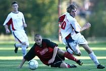 Velké Hamry (v bílém) porazily v domácím utkání Mimoň těsně 1:0.